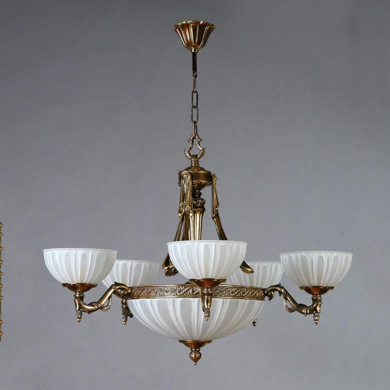 Роскошная люстра для прихожей в классическом стиле