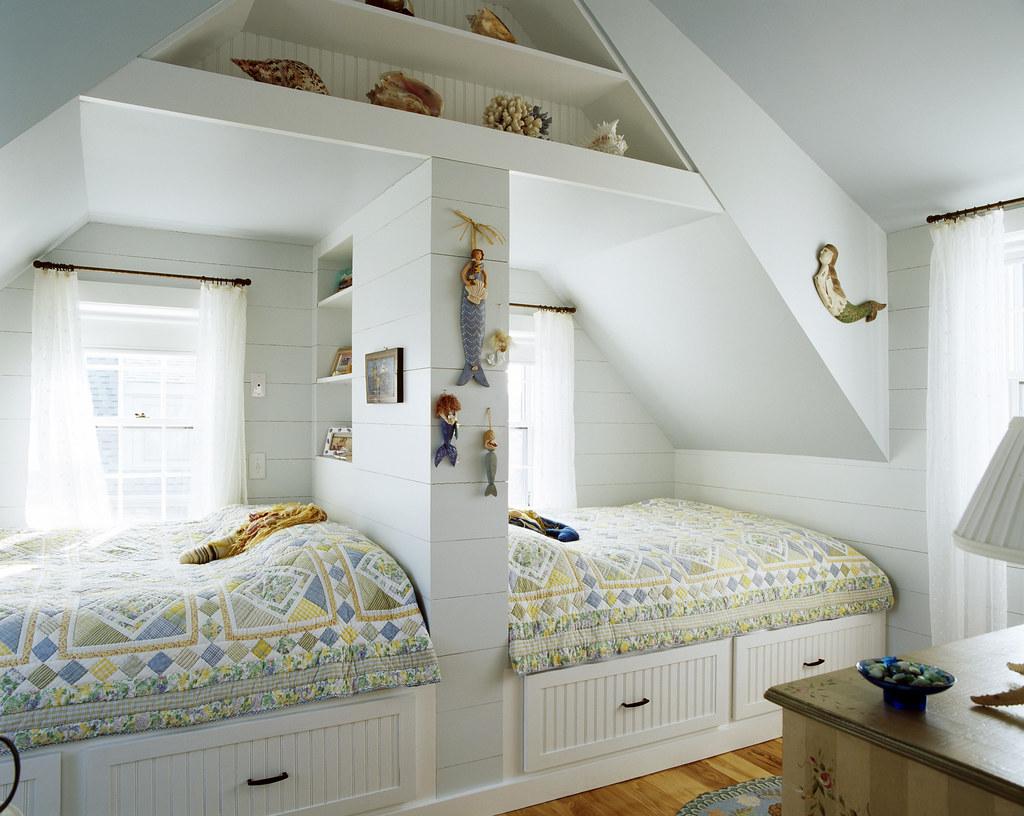 маленькая детская для двоих детей в двухкомнатной квартире