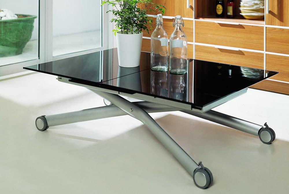 металлический стол трансформер в гостиной