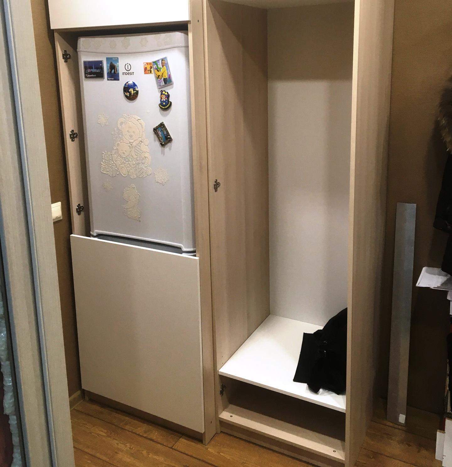 мини холодильни встроенный в мебель прихожей