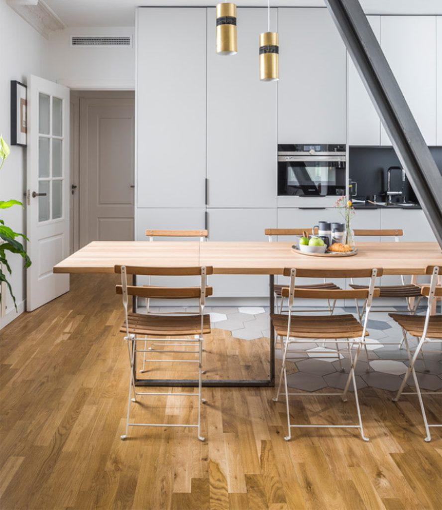 обеденный стол трансформер в гостиной