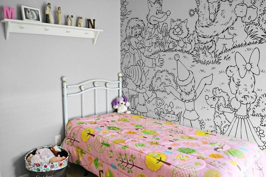 Обои под раскраску в спальне девочки