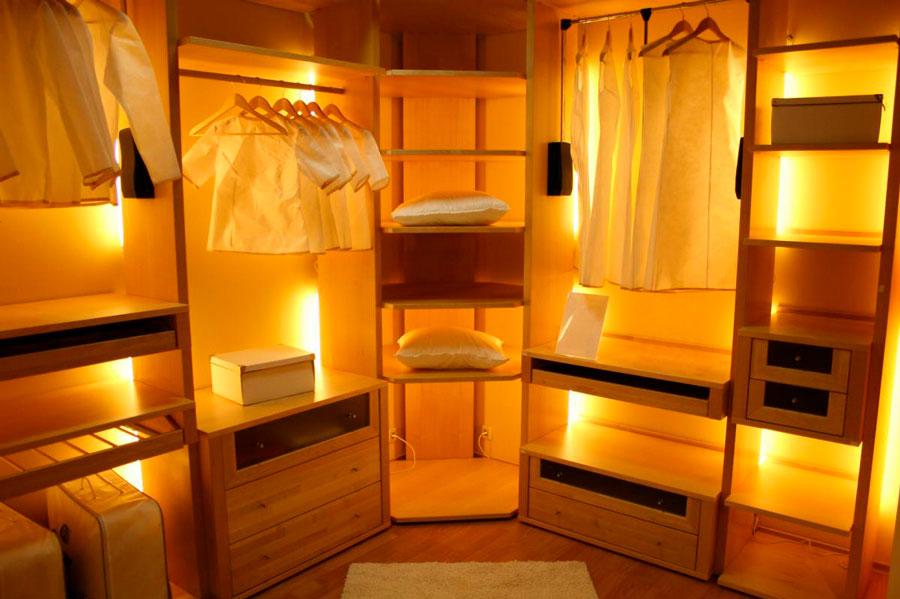 Освещение в угловой гардеробной открытого типа