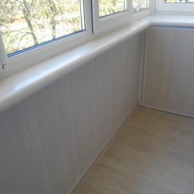 отделка балкона пластиковыми панелями идеи дизайна