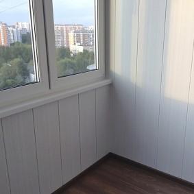 отделка балкона пластиковыми панелями декор