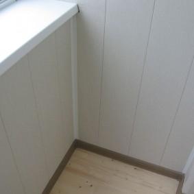 отделка балкона пластиковыми панелями декор фото