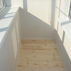 отделка балкона пластиковыми панелями интерьер