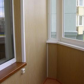 отделка балкона пластиковыми панелями интерьер фото