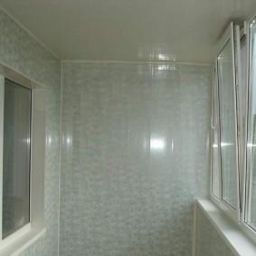 отделка балкона пластиковыми панелями виды декора
