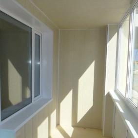 отделка балкона пластиковыми панелями варианты фото