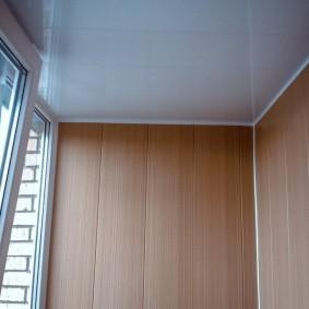 отделка балкона пластиковыми панелями фото виды
