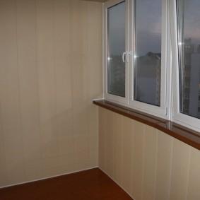 отделка балкона пластиковыми панелями идеи
