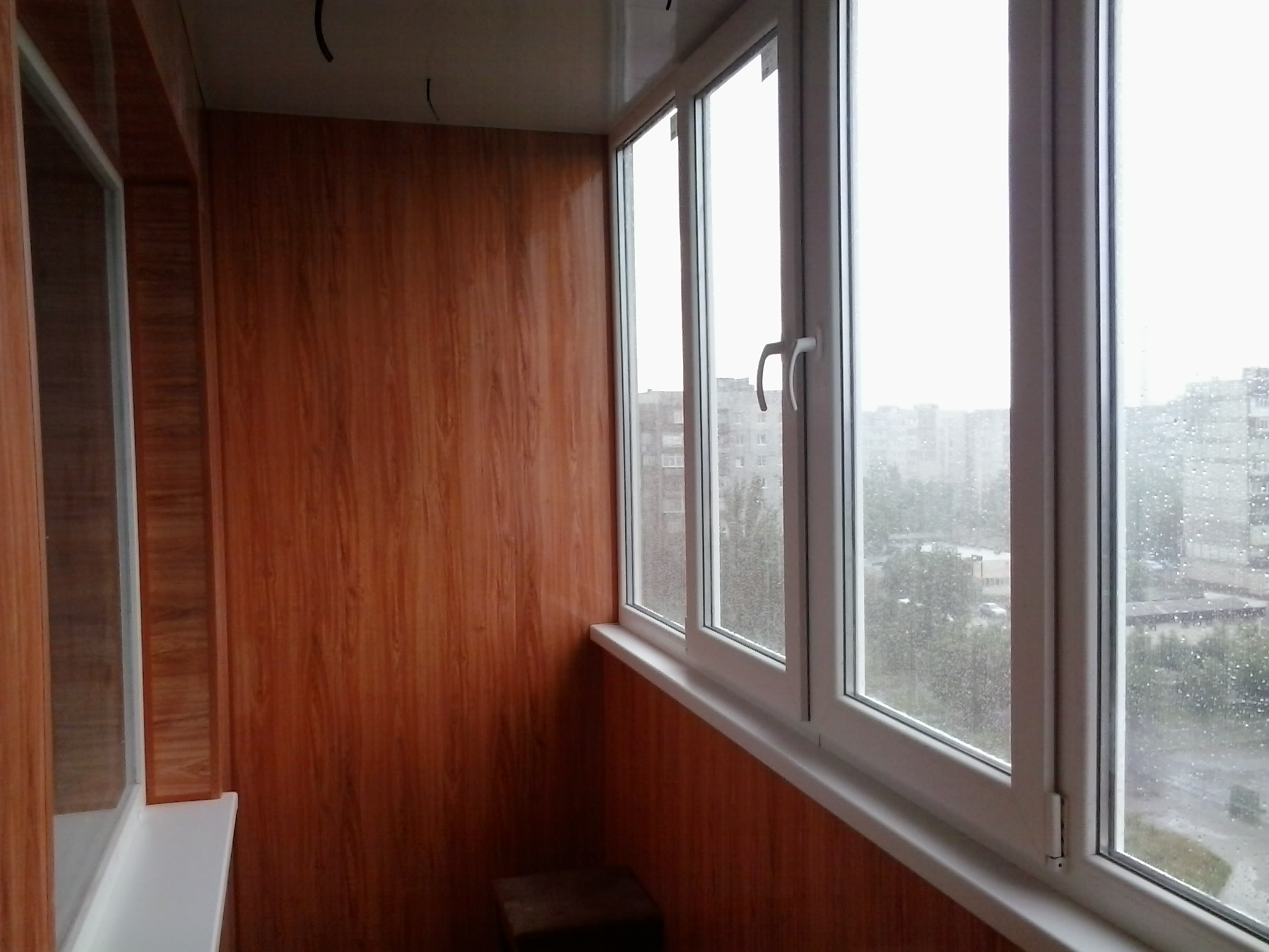 отделка балкона пластиковыми панелями фото дизайн