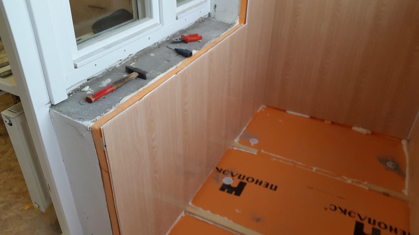 отделка балкона пластиковыми панелями стены
