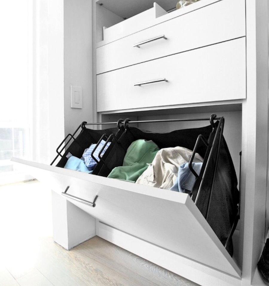 Откидной ящик в нижнем ярусе гардероба