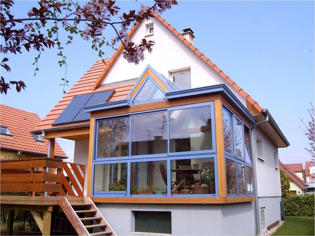 Панорамное остекление балкона в загородном доме