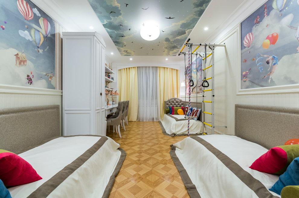Детская комната с фотопечатью на натяжном потолке