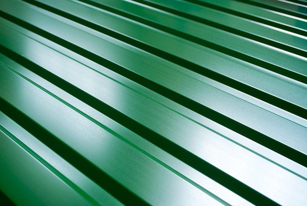 Профнастил с защитным покрытием полиэстер зеленого цвета