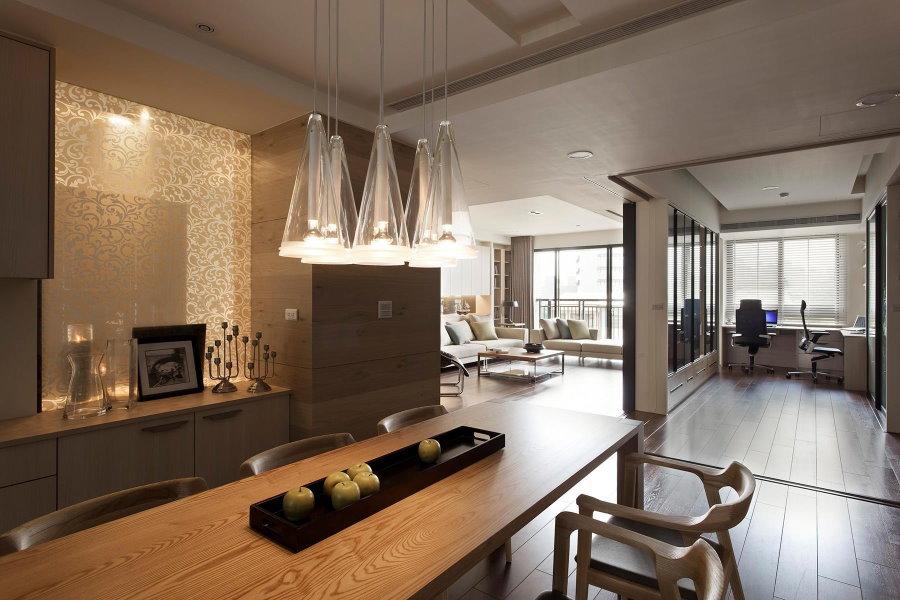 Столовая зона в четырехкомнатной квартире