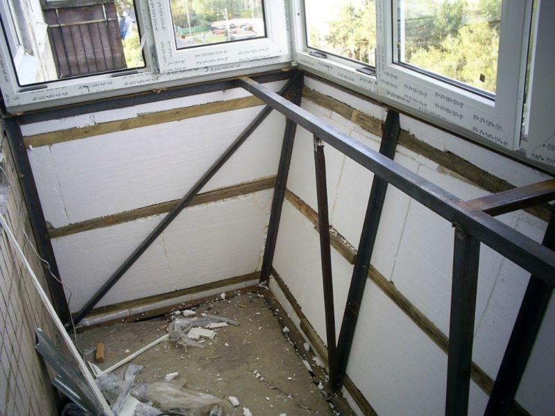 расширение балкона с выносом по стене и парапету