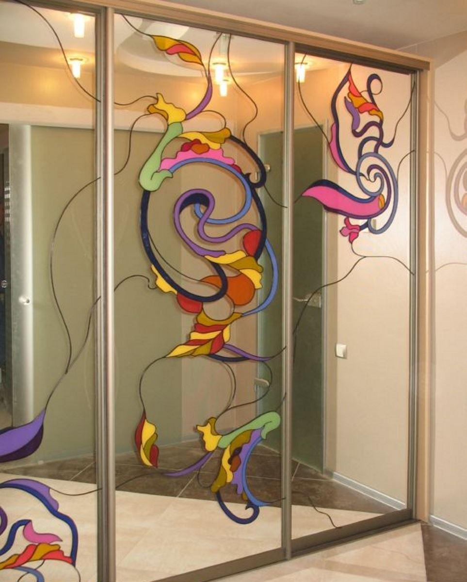 раздвижные двери для гардеробной с витражами