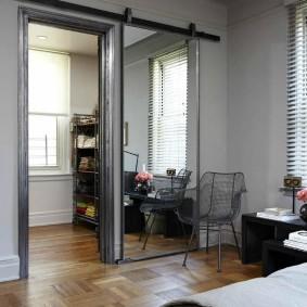 раздвижные двери в гардеробную интерьер