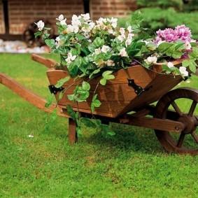 садовые фигуры для дачи с цветами