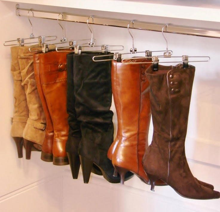 Хранение женских сапог в отсеке шкафа-купе