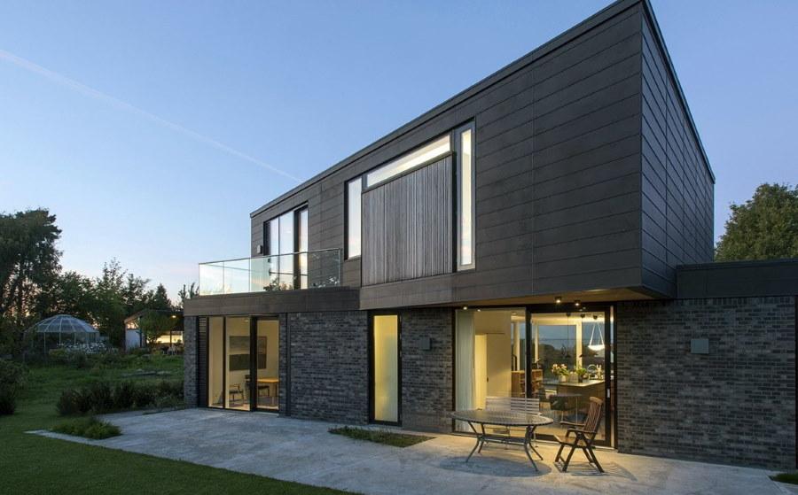 Двухэтажный каркасный дом с балконом