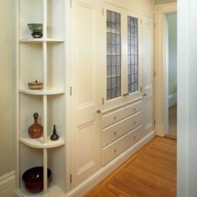 шкаф с распашными дверями в прихожую декор фото