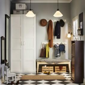 шкаф с распашными дверями в прихожую фото декор