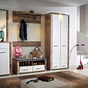 шкаф с распашными дверями в прихожую идеи декор