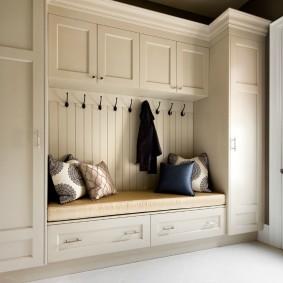 шкаф с распашными дверями в прихожую идеи декора