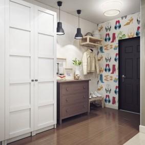 шкаф с распашными дверями в прихожую интерьер