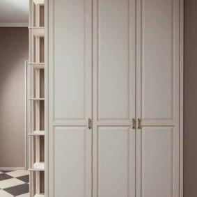 шкаф с распашными дверями в прихожую варианты