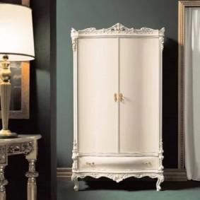 шкаф с распашными дверями в прихожую фото варианты
