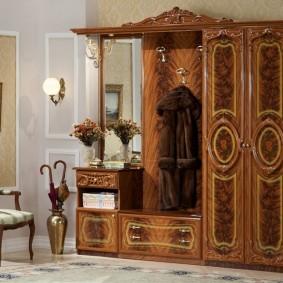 шкаф с распашными дверями в прихожую виды декора