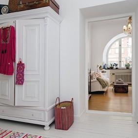 шкаф с распашными дверями в прихожую фото дизайн