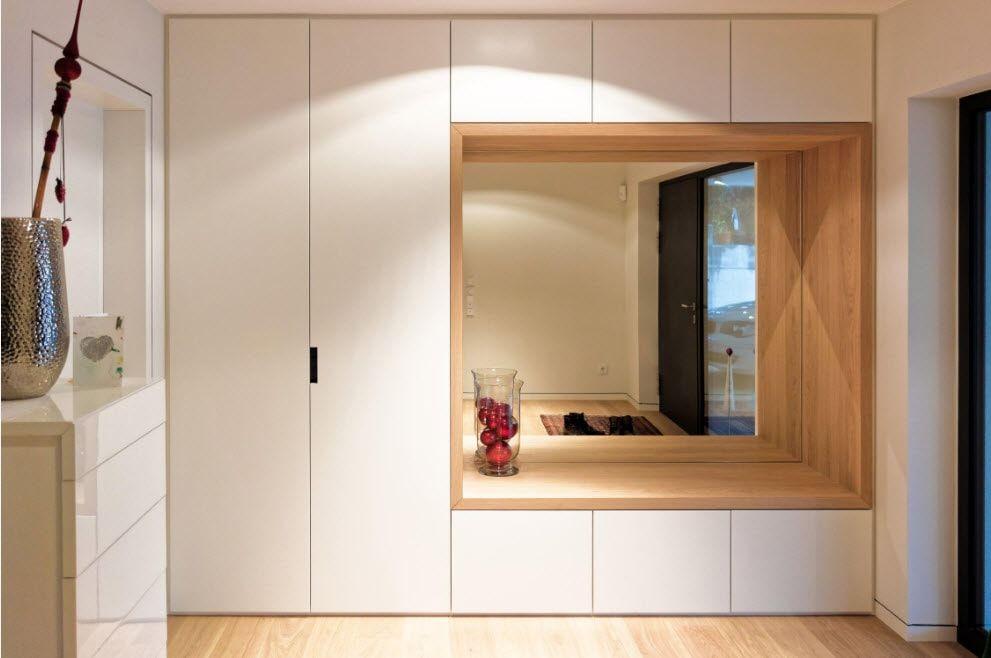 Встроенные шкафы высотой до потолка прихожей