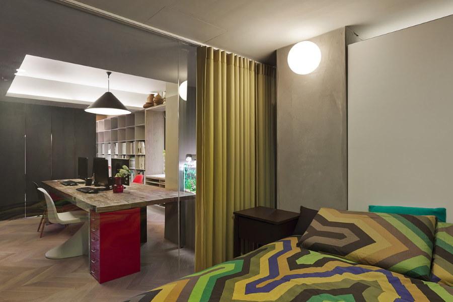 Зонирование шторой спальни с рабочим местом