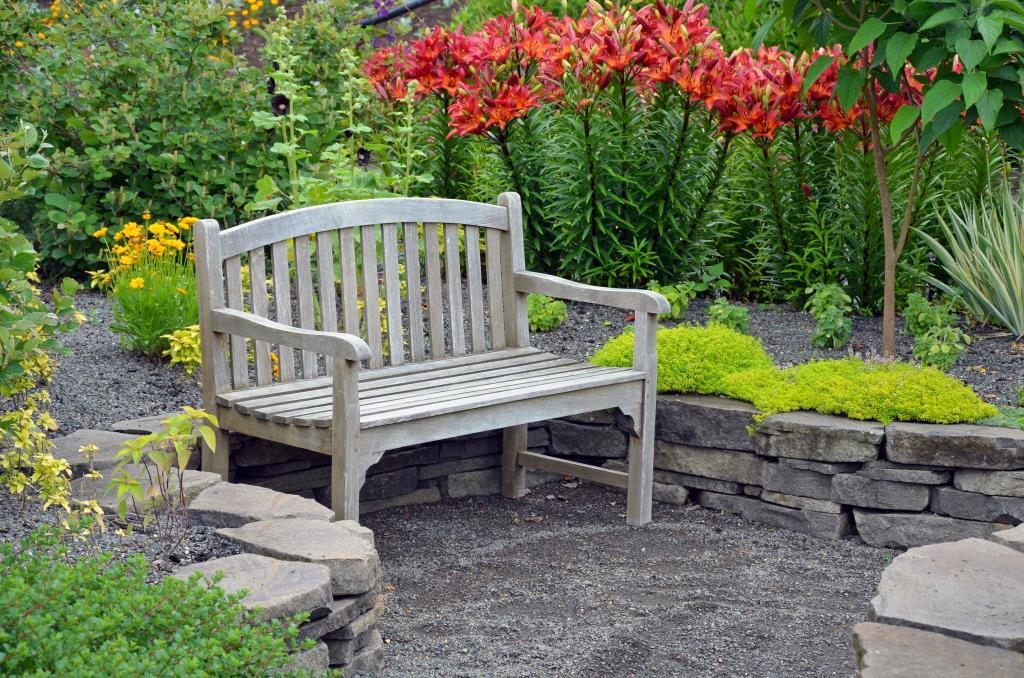 скамья в ландшафтном дизайне