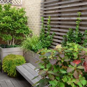 современная садовая скамейка