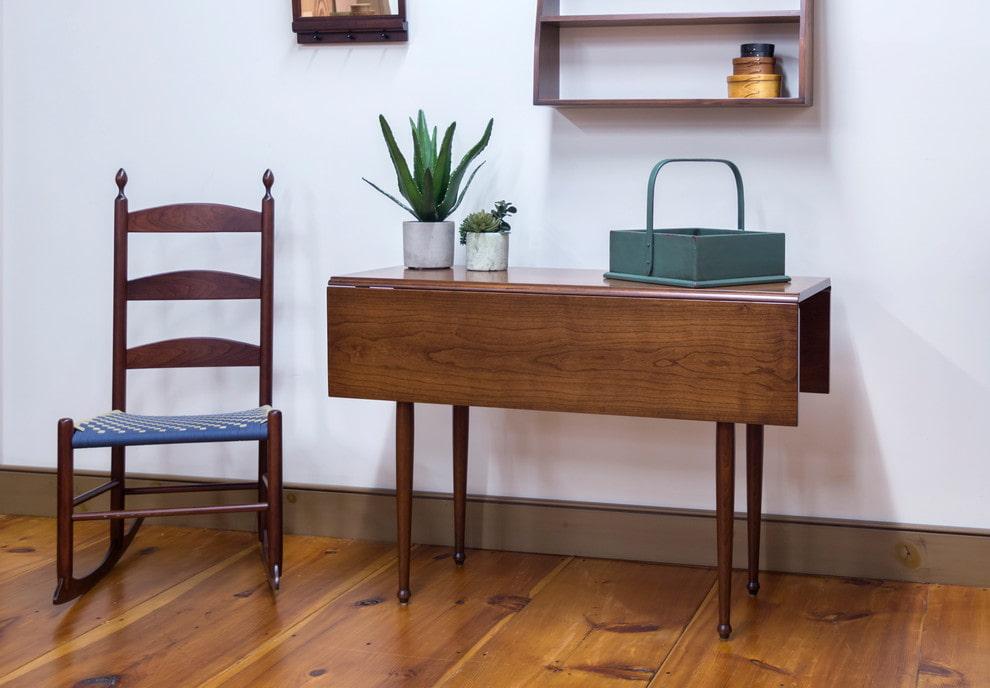 стол книжка в гостиной фото дизайна