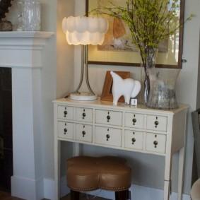 столик в прихожую интерьер фото