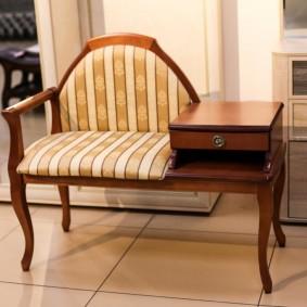 столик в прихожую фото интерьер