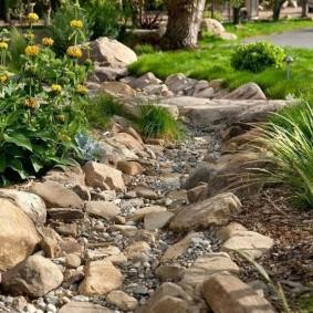 сухой ручей на участке виды фото