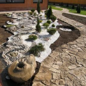 сухой ручей на участке дизайн фото