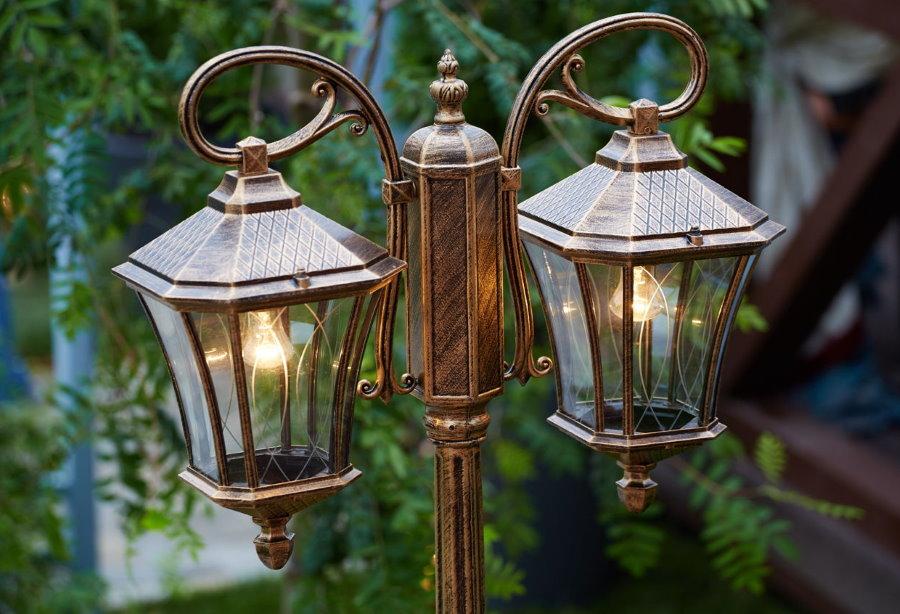 Двойной садовый светильник в ретро стиле