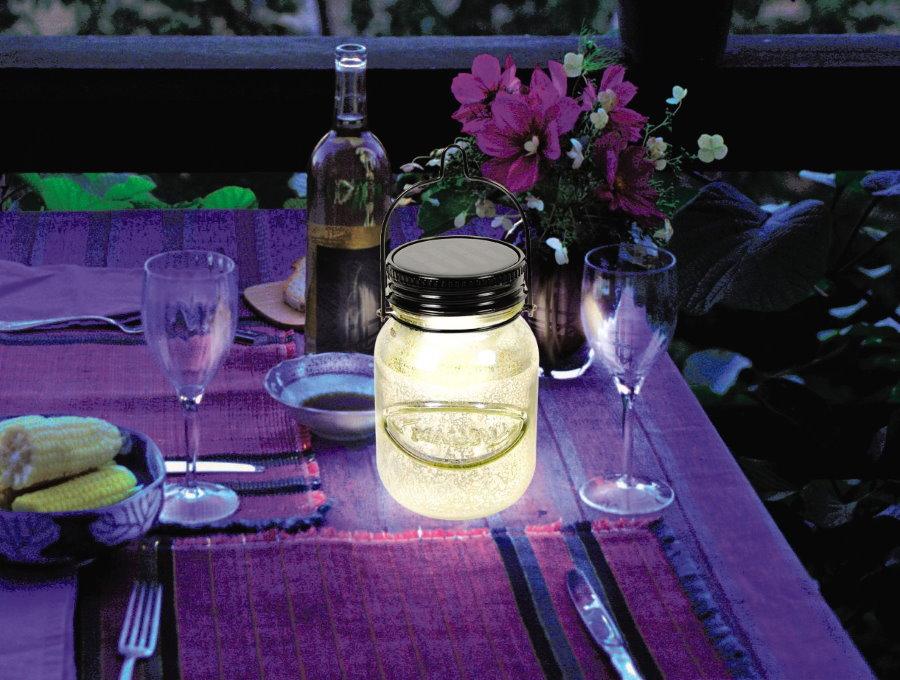 Светодиодный светильник из стеклянной банке в летней кухне