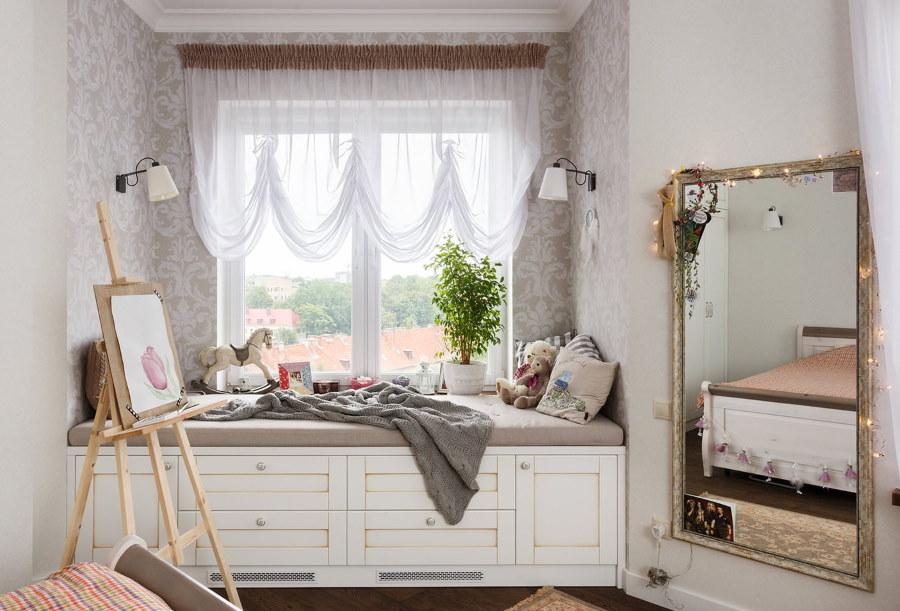 Диван-кровать в детской комнате площадью 15 кв метров